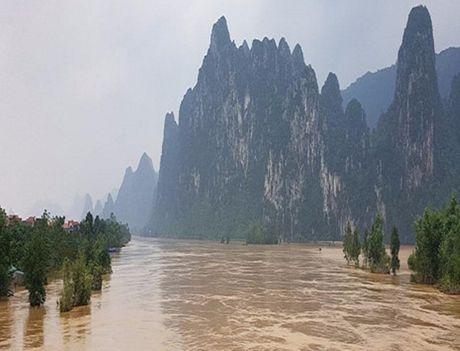 Lu tren cac song tu Nghe An den Quang Binh dang len - Anh 1