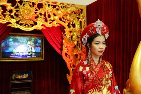 Dao dien Viet Tu gioi thieu vo dien 'Tu Phu' tai Anh - Anh 2