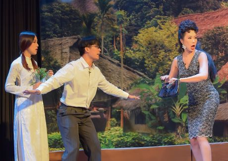 Trinh Kim Chi dong vai ba bau Hoa hau Ao lang - Anh 1