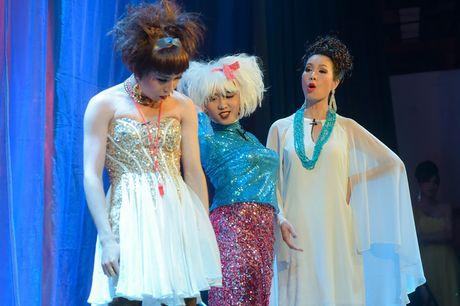 Trinh Kim Chi dong vai ba bau Hoa hau Ao lang - Anh 2