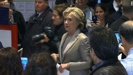Can canh ba Clinton di bo phieu - Anh 1