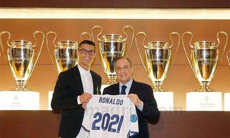 Ronaldo gia han hop dong voi Real den 2021 - Anh 1