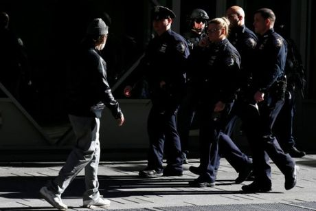 [Anh]: Luc luong an ninh hung hau tai New York trong ngay bau cu - Anh 2