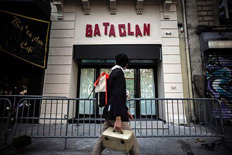 Nha hat Bataclan 'hoi sinh' sau 1 nam vu khung bo o Paris - Anh 1