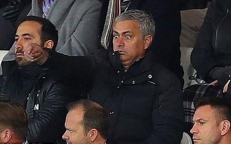 Luke Shaw tap rieng sau khi bi Mourinho chi trich - Anh 3