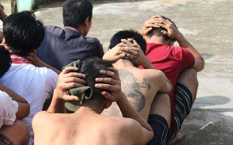 Bat khan cap 20 doi tuong gay roi tai Trung tam cai nghien o Dong Nai - Anh 1