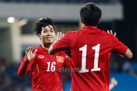 Huan luyen vien Huu Thang coi bo ap luc cho Cong Phuong - Anh 2