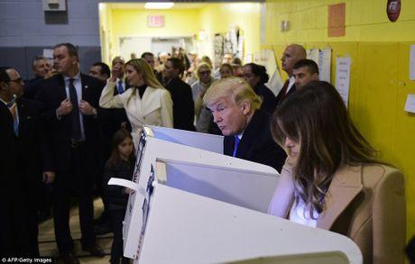 Truc tiep ket qua bau cu tong thong My: Hillary Clinton vuon len bo xa Trump - Anh 5