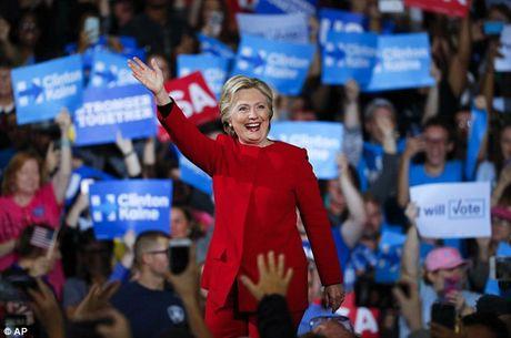 Truc tiep ket qua bau cu tong thong My: Hillary Clinton vuon len bo xa Trump - Anh 6