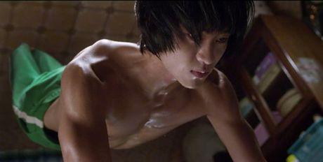Kim Soo Hyun gay soc khi dong canh 'yeu' trong phim 19+ - Anh 6