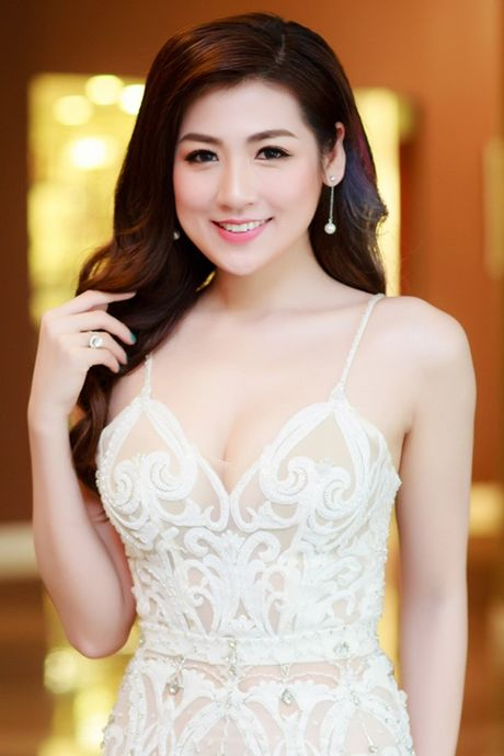 Ngoc Han, Tu Anh so sac voi dam cup xe nguc goi cam - Anh 7