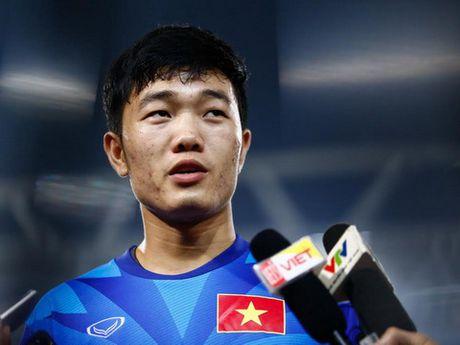Xuan Truong nhan loi trong ban thua cua DT Viet Nam - Anh 1