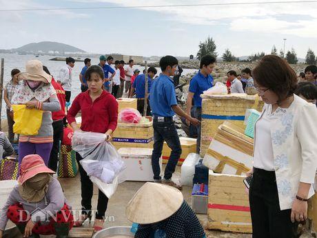 Quang Ngai: Nu Bi thu huyen dich than ra tay 'giai cuu' ca bop - Anh 4
