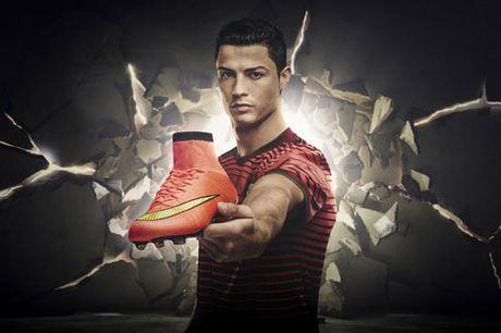 Gia han voi Real, Ronaldo nhan them 1 ty bang tu Nike - Anh 1