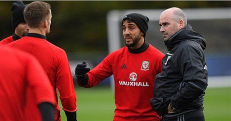 Vang Bale, Allen 'nhi nhanh' khoi dong trong buoi tap cua Xu Wales - Anh 6