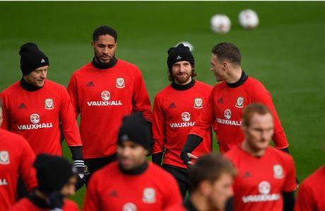 Vang Bale, Allen 'nhi nhanh' khoi dong trong buoi tap cua Xu Wales - Anh 7
