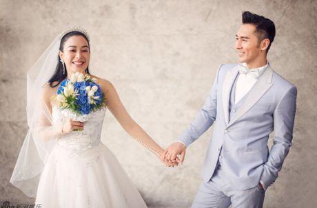 Co dau Chung Le De xinh tuoi trong lan thu 3 len xe hoa - Anh 1