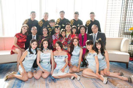 Co dau Chung Le De xinh tuoi trong lan thu 3 len xe hoa - Anh 7