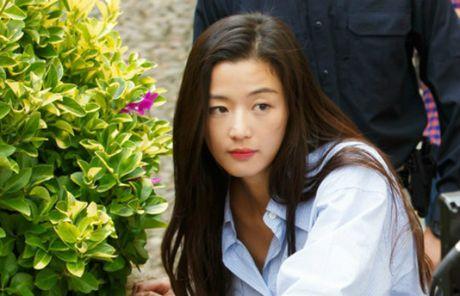 """""""Co nang ngo ngao"""" Jun Ji Hyun goi cam trong phim truyen hinh moi - Anh 8"""