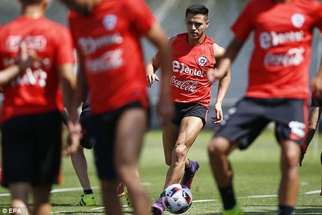 Sanchez lo tran gap Colombia vi chan thuong - Anh 1