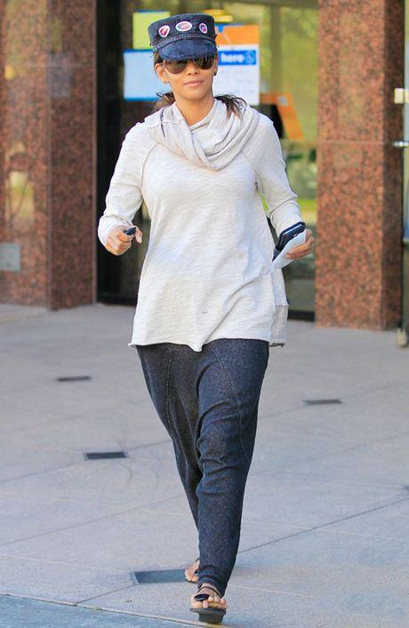 Taylor Swift, Miley Cyrus khoe anh di bau Tong thong - Anh 6