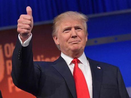 Ong Trump dap do moi du doan, cham mot tay vao chien thang - Anh 1