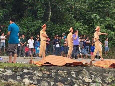 Vu lat xe khach lam 14 nguoi thuong vong: 'Quanh toi, hang chuc nguoi nam la liet, keu cuu' - Anh 2
