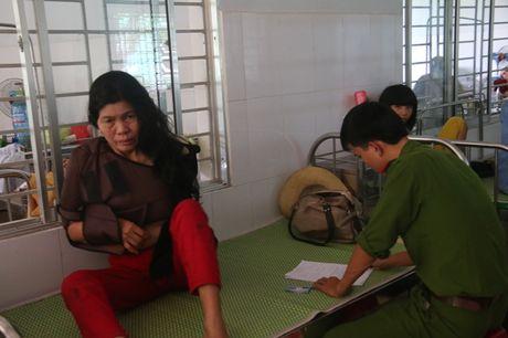 Vu lat xe khach lam 14 nguoi thuong vong: 'Quanh toi, hang chuc nguoi nam la liet, keu cuu' - Anh 3