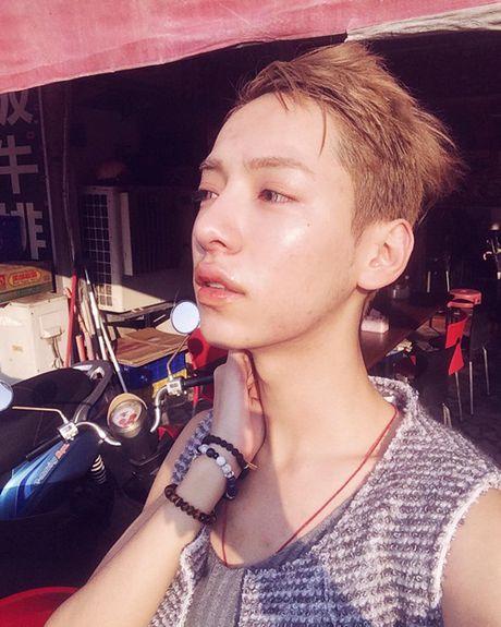 My nu chuyen gioi Dai Loan tro lai dang ve con trai sau that tinh - Anh 4