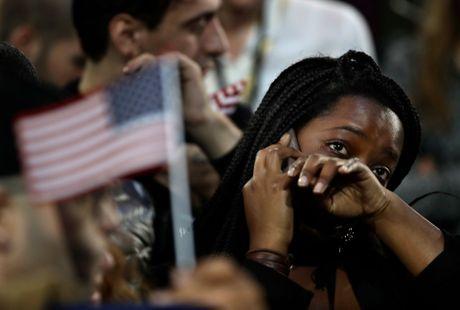 Nguoi ung ho khoc rung ruc, hut hang khi ba Clinton thua cuoc - Anh 7