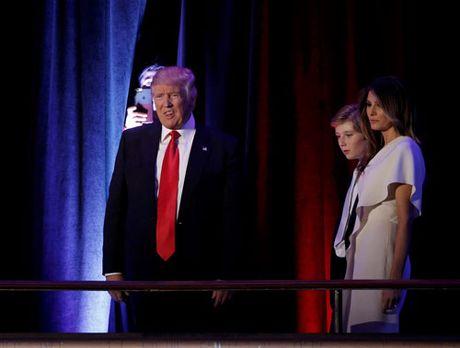 Trump xuat hien lan dau tien sau chien thang - Anh 1