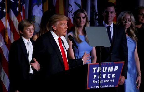 Trump xuat hien lan dau tien sau chien thang - Anh 2