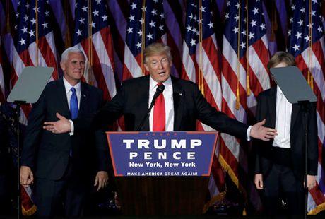 Trump xuat hien lan dau tien sau chien thang - Anh 4