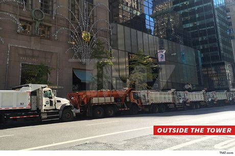 Canh sat New York dieu xe tai xung quanh Trump Tower chong bom xe - Anh 1