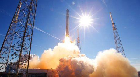 Ten lua day cua SpaceX bi nghi ngo ve do an toan - Anh 1