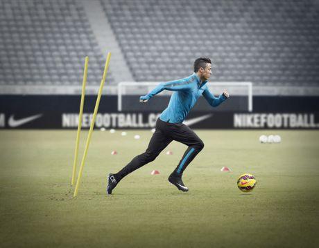 Ronaldo ky hop dong khung, tron doi voi Nike - Anh 3