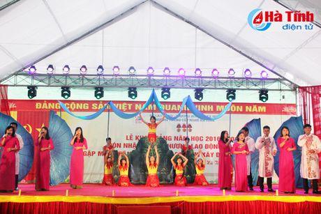 Trung cap Nghe Ha Tinh nhan Huan chuong Lao dong hang Nhat - Anh 2