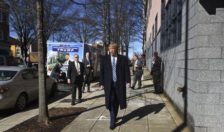 Nhung hinh anh dang nho trong hanh trinh tranh cu cua Donald Trump - Anh 13