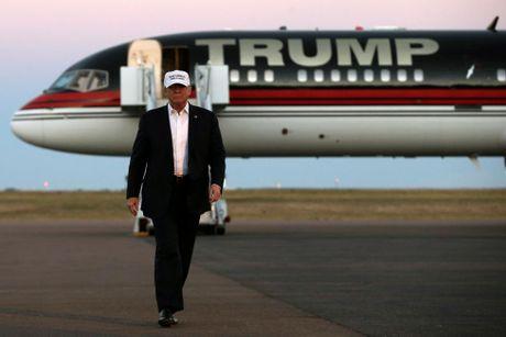 Nhung hinh anh dang nho trong hanh trinh tranh cu cua Donald Trump - Anh 17