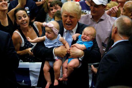 Nhung hinh anh dang nho trong hanh trinh tranh cu cua Donald Trump - Anh 1
