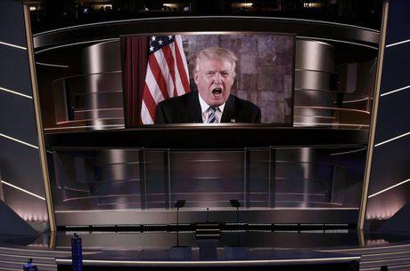 Nhung hinh anh dang nho trong hanh trinh tranh cu cua Donald Trump - Anh 3