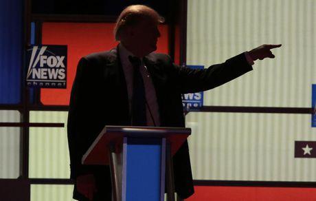 Nhung hinh anh dang nho trong hanh trinh tranh cu cua Donald Trump - Anh 5