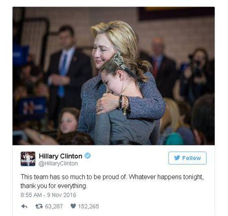 Co hoi thang cu mong manh, ba Clinton dang trang thai tren Twitter - Anh 1