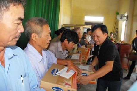 Vinamilk di cuu tro nguoi dan vung lu Ha Tinh, Quang Binh - Anh 1