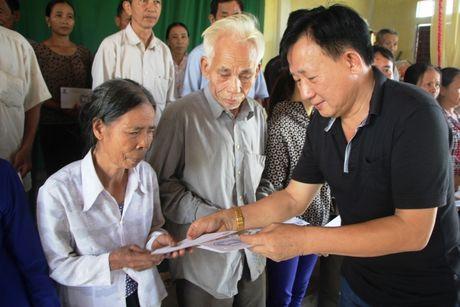 Vinamilk di cuu tro nguoi dan vung lu Ha Tinh, Quang Binh - Anh 2