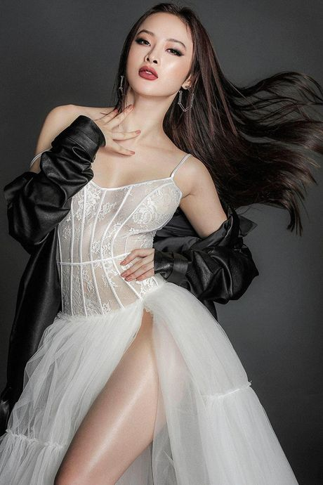 Angela Phuong Trinh khoe ve mon mon tuoi doi muoi voi do om sat - Anh 6