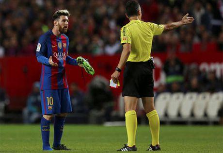 Barca khang an chiec the vang cua Messi - Anh 1