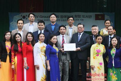 Doanh nghiep Han Quoc tang qua cho thay tro huyen Thanh Chuong - Anh 1