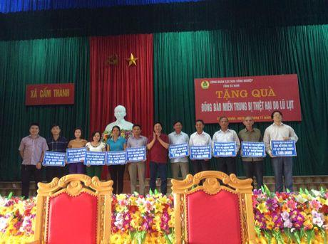 CD cac KCN tinh Ha Nam: Trao yeu thuong toi dong bao lu lut mien Trung - Anh 1