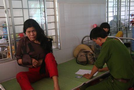 Loi ke kinh hoang cua nan nhan trong vu lat xe tai Quang Nam - Anh 1
